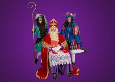 Bezoek van Sinterklaas en twee Pieten